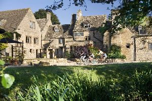 Cotswolds 2 night break incl cream tea, dinner & upgrade £127pp